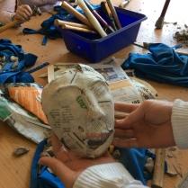 All lera borta! Nu kan du bygga vidare med tejp, papper och papier maché om du vill.