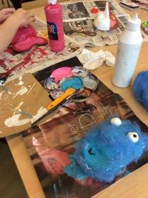 Därefter är det dags att måla med lackfärgen.